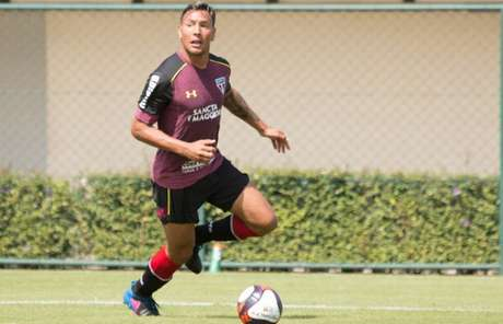 Atacante Chavez está de volta após um jogo fora mas deve começar no banco