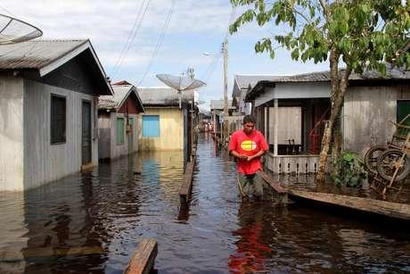 Imagem de arquivo da maior cheia da História do Amazonas em 2012, que deixou 52 municípios em estado de emergência incluindo a capital Manaus, cerca de 80 mil famílias ficaram desabrigadas. Foto produzida em 13/03/2012.