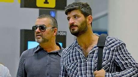 George Michael junto a su novio, Fadi Fawaz