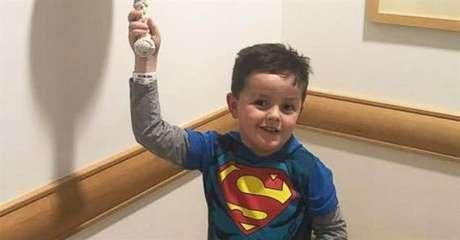 Un niño celebra de un modo especial haberse curado de cáncer