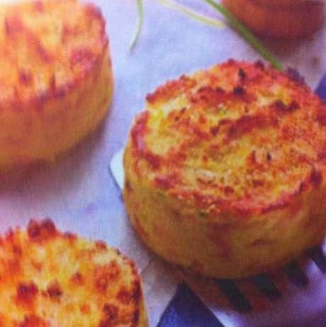 Receita de Bolinho de batata delicioso. Enviada por Iran Carlos Stalliviere Correa e demora apenas 50 minutos.