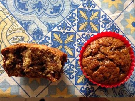 Receita de Muffins de banana com chocolate. Enviada por Elisângela Silva Dias e demora apenas 30 minutos.