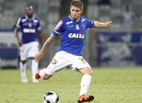 Gino, que tem contrato com clube celeste até o fim do Estadual, pode estender vínculo com Santinha (Foto: Washington Alves)
