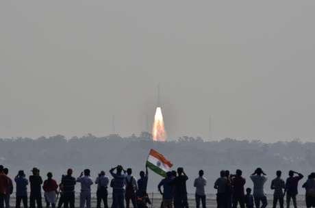 Novo recorde espacial: Índia lança 104 satélites simultaneamente (VÍDEO)