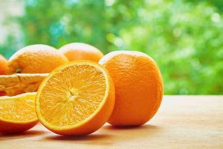 Além de ajudar na luta contra o bafo, a laranja também previne contra a cárie dentária. Santo alimento!