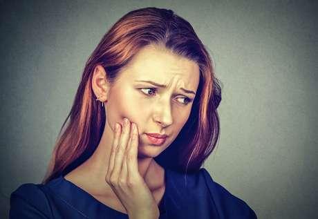 Siso pode até atrapalhar o movimento da boca se a gengiva inflamar no início da erupção do dente.