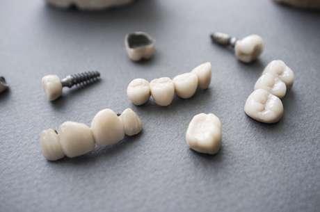 Escolher o método errado de reparo pode piorar a situação e ocasionar diversos outros problemas dentários. Por isso, conhecê-los é muito importante.