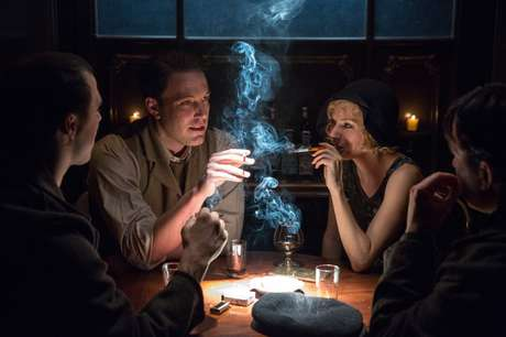 O filme acompanha a ascensão de Joe Coughlin (Affleck) no submundo americano nos anos 20
