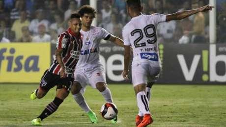 São Paulo balançou as redes três vezes na Vila Belmiro (Ricardo Moreira / Fotoarena)
