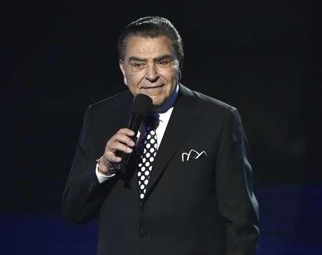 """ARCHIVO - Don Francisco en los Latin American Music Awards en Los Angeles en una fotografía de archivo del 6 de octubre de 2016. Don Francisco, cuyo más reciente programa es Telemundo's """"Siempre niños"""", expresó preocupaciones sobre el futuro de los hispanos bajo el gobierno de Donald Trump."""