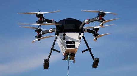 El dron puede volar a alturas de más de 300 pies