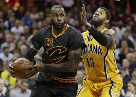 LeBron James guió a los Cavaliers en la victoria ante los Pacers