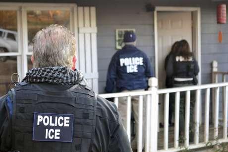 ICE detiene a un inmigrante ilegal transgénero luego que denunciara a su pareja por abuso