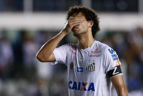Victor Ferraz lamenta derrota do Santos no clássico com o São Paulo, na Vila Belmiro