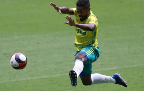 Michel Bastos durante treino do Palmeiras - Foto: Agência Palmeiras