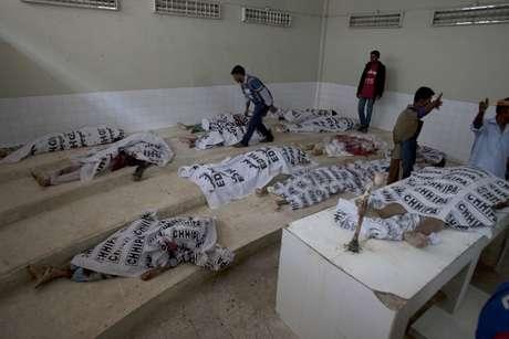 Cuerpos de supuestos milicianos abatidos en una operación de las fuerzas de seguridad, colocados en una morgue de Karachi, Pakistán, el 17 de febrero de 2017.