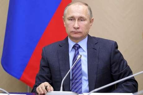 El presidente ruso Vladimir Putin encabeza una reunión de gabinete en la residencia Novo-Ogaryovo en las afueras de Moscú, viernes 17 de febrero de 2017.