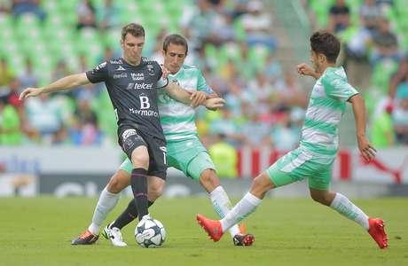 Santos continúa sin conocer la derrota al empatar con León