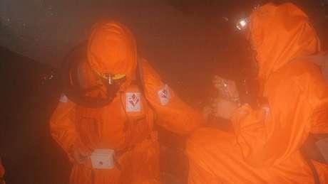 As condições extremas exigem o uso de roupas refrigeradas