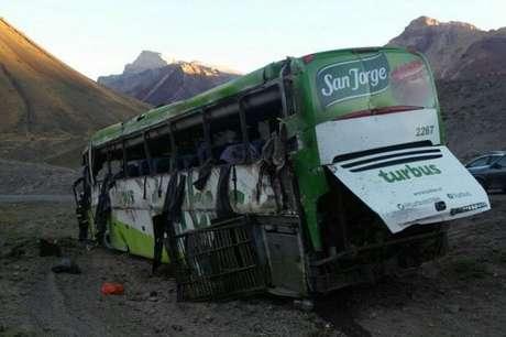 Mueren 19 personas en Argentina al volcar autobús que viajaba a Chile