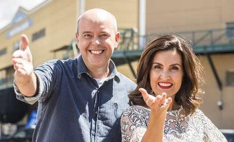 Alex Escobar e Fátima Bernardes visitaram todos os barracões na Cidade do Samba, no Rio