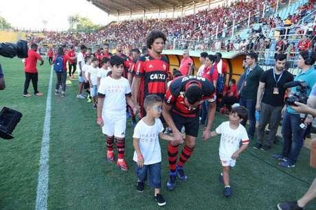 Campanha aconteceu na tarde deste domingo no Raulino de Oliveira (Foto: Gilvan de Souza / Flamengo)