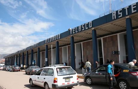 Personal especializado de Udex ingresó al terminal aéreo.
