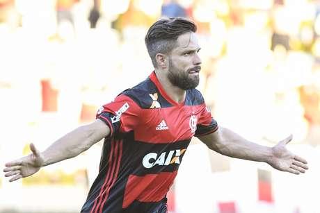 Diego comemora o gol que marcou na goleada do Flamengo sobre o Madureira, pelo Campeonato Carioca