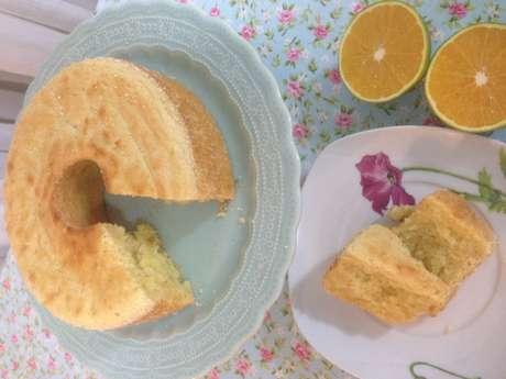 Receita de Bolo de laranja sem trigo (massa de mandioca). Enviada por DanielleSimões e demora apenas 40 minutos.