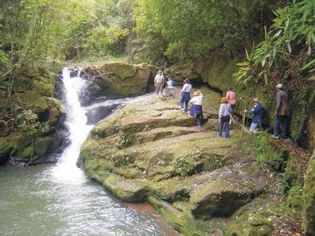 Visitantes estava na Cascata do Mezzomo, em Silveira Martins (RS), quando foram surpreendidos pelo rápido aumento do fluxo de água quando o temporal atingiu a região