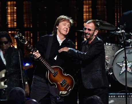 Paul McCartney e Ringo Starr em show em 2015