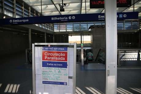 Estação Adolfo Pinheiro do Metrô, em Santo Amaro, zona sul de São Paulo (SP), amanheceu fechada nesta terça-feira (21) devido ao descarrilamento de uma composição.