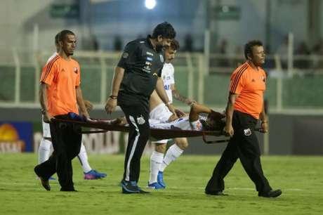 Cittadini deixou o campo com fortes dores e chorando (Foto: Ivan Storti / Santos FC)