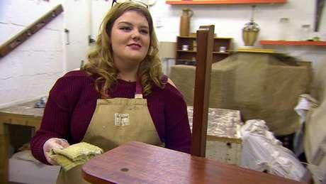 Grace, uma alcoólatra em recuperação, é uma das 16 mulheres morando em Amy's Place