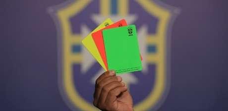 Cartão verde será aplicado pelo árbitros a jogadores que promoverem o fair play, como em casos em que reconheça que fez a falta ou tocou por último na bola em uma dividida