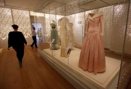 Exposição de vestidos marca os 20 anos da morte da princesa Diana