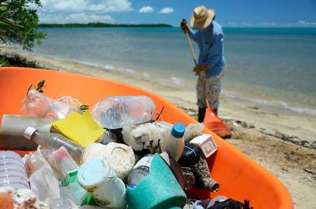 Para o ano 2020, a campanha propõe que sejam totalmente eliminadas as maiores fontes de plástico no mar: os microplásticos de cosméticos e as embalagens descartáveis.