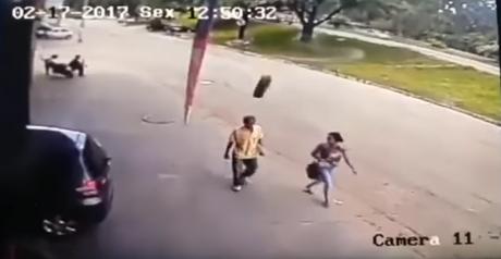 Câmera de segurança flagrou o momento em que Fernandes é atingido pelo pneu.