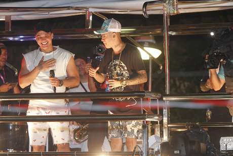 Wesley Safadão e Kevinho cantam juntos no Carnaval de Salvador