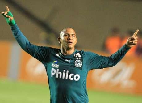 Walter viveu o melhor momento da carreira em 2013 pelo Goiás (Foto: Carlos Costa/ LANCE!Press)