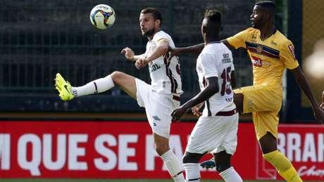 Zaga do Fluminense sofreu, mas conseguiu segurar o empate sem gols