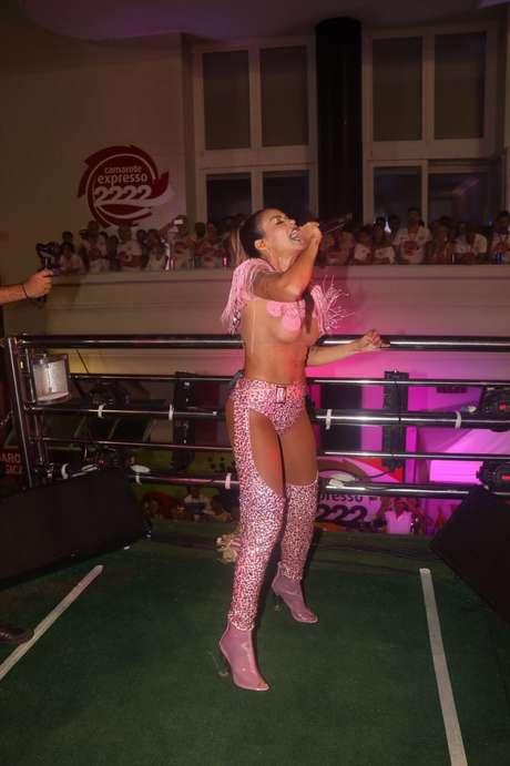 Alinne Rosa e seu look inspirado no Show da Xuxa