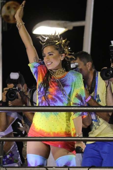 Look de Anitta traz tingimento inspirado no batik africano