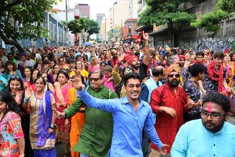 Desfile do Bloco Bollywood, na manhã deste sábado (25), no Bairro da Consolação, em São Paulo (SP).