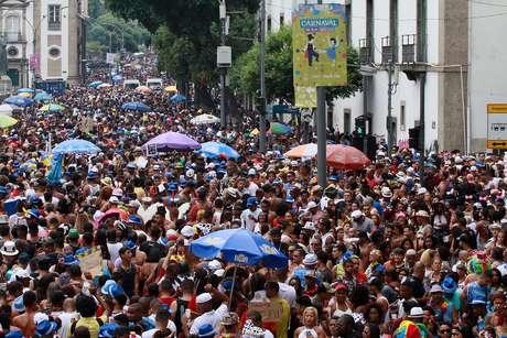 Foliões durante o Cordão da Bola Preta, na Rua Primeiro de Março, no Centro do Rio de Janeiro.