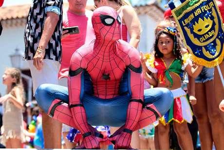 Resultado de imagem para Conheça a história do Homem-Aranha que se apresenta no carnaval de Olinda