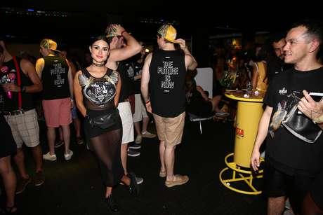 Thaila Ayala curte camarote em Salvador