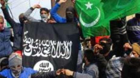 Programa britânico tenta detectar adultos, jovens e crianças que estão vulneráveis a ideias de grupos extremistas