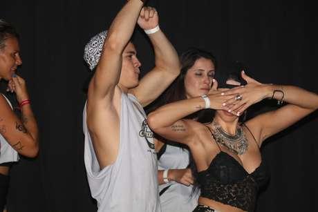 McBiel e namorada curtem show de Anitta em camarote de Salvador