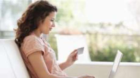 Cada vez que alguém compra algo na internet, está fornecendo dados a empresas e plataformas digitais